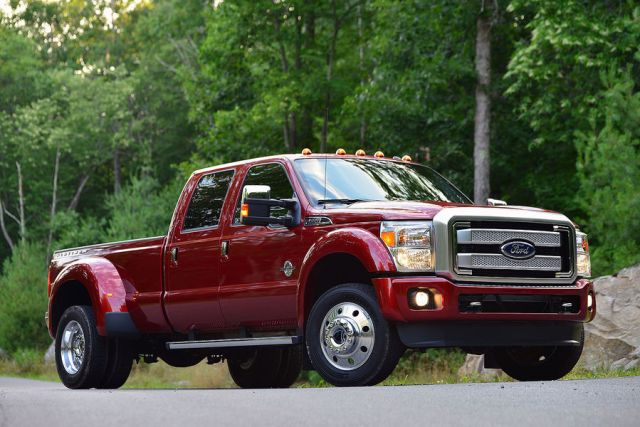 2015-Ford-F-Series-Super-Duty-Pickup-fotoshowBigImage-cdb4e8e9-850499