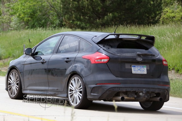 ford-focus-rs-test-mule-rear-three-quarters