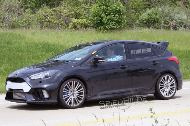 ford-focus-rs-test-mule-side-view