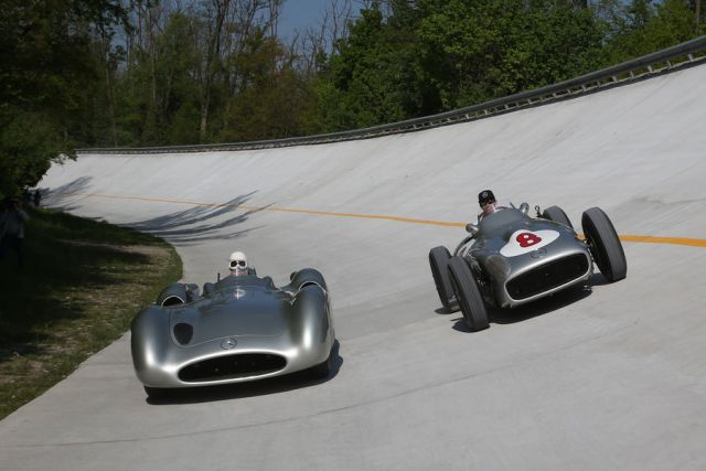 Lewis-Hamilton-Stirling-Moss-Steilwand-Monza-2015-fotoshowBigImage-923bc7d1-860751
