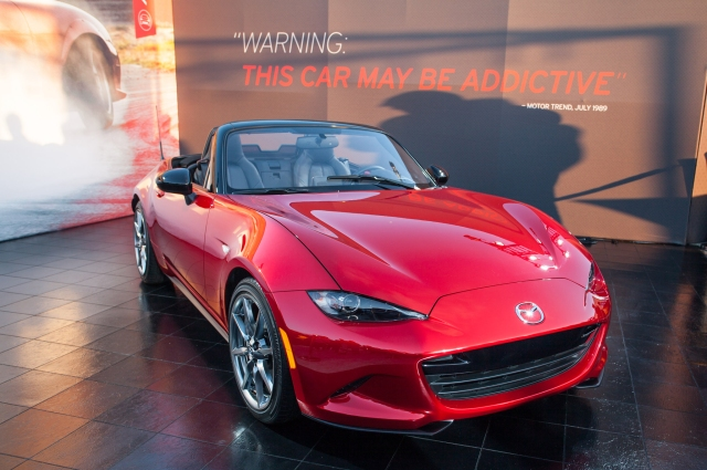 2016-mazda-mx-5-miata-live-reveal-front-three-quarters-05